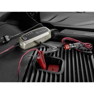 Mercedes-Benz Ladegerät für Bleisäure- und Lithiumbatterien, mit Ladeerhaltungsfunktion, 5A, Brasilien